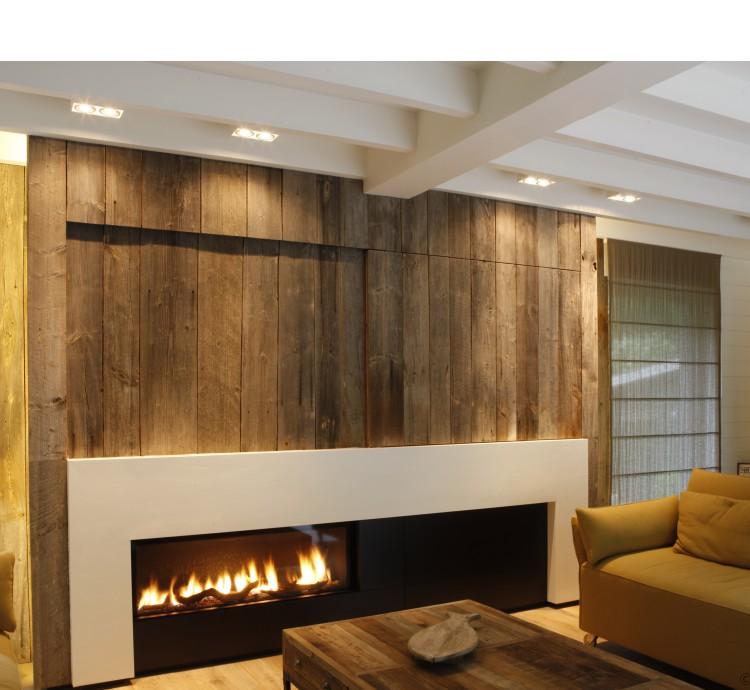 gashaard-met-houtblokken-haardwand-in-barnwood-landelijk-moderne-stijl-geplaatst-door-margodesign-in-varsenare.jpg